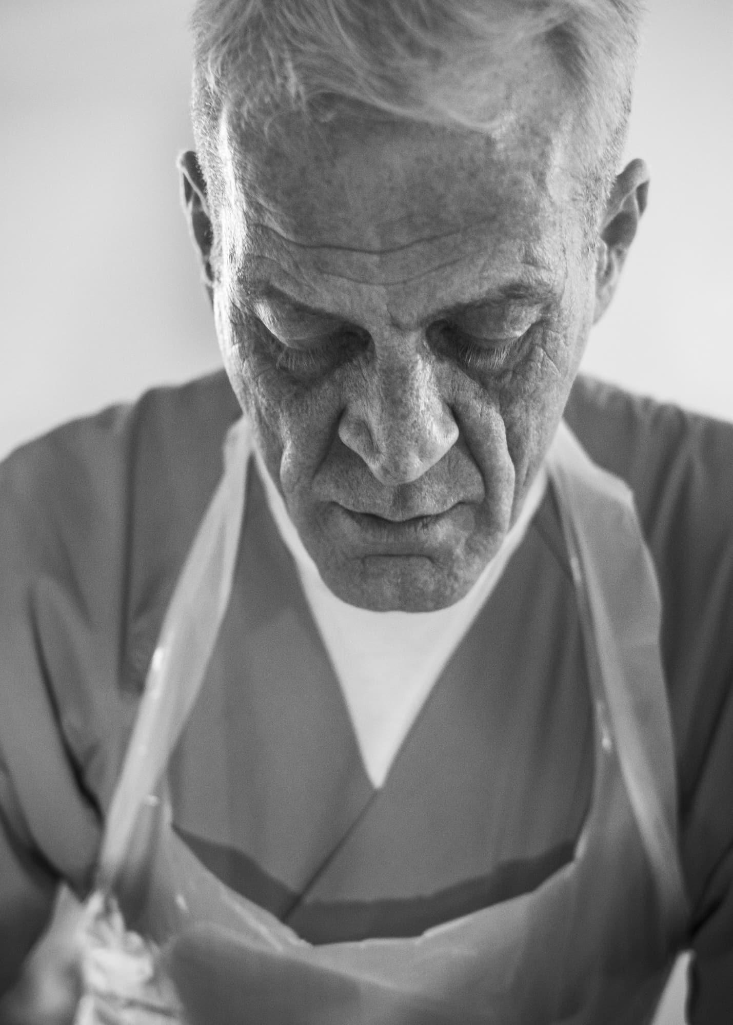 Nicht muede werden — Portrait of a male nurse