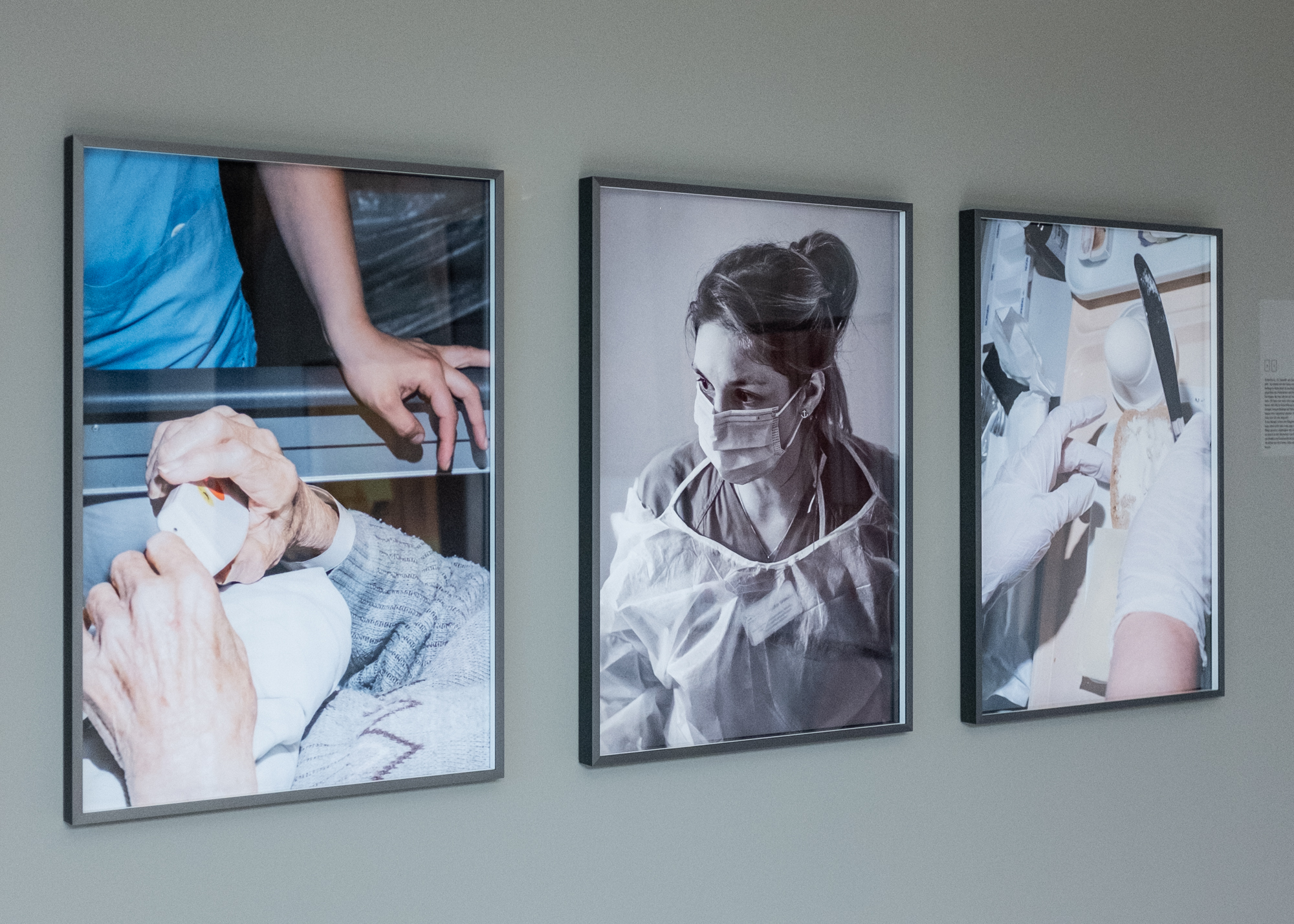 """Installation view of """"Nicht muede werden"""" as a part of """"Selected Works: Lumix Festival for young photojournalism"""" at Freiraum für Fotografie Galerie in Berlin in August 2020."""