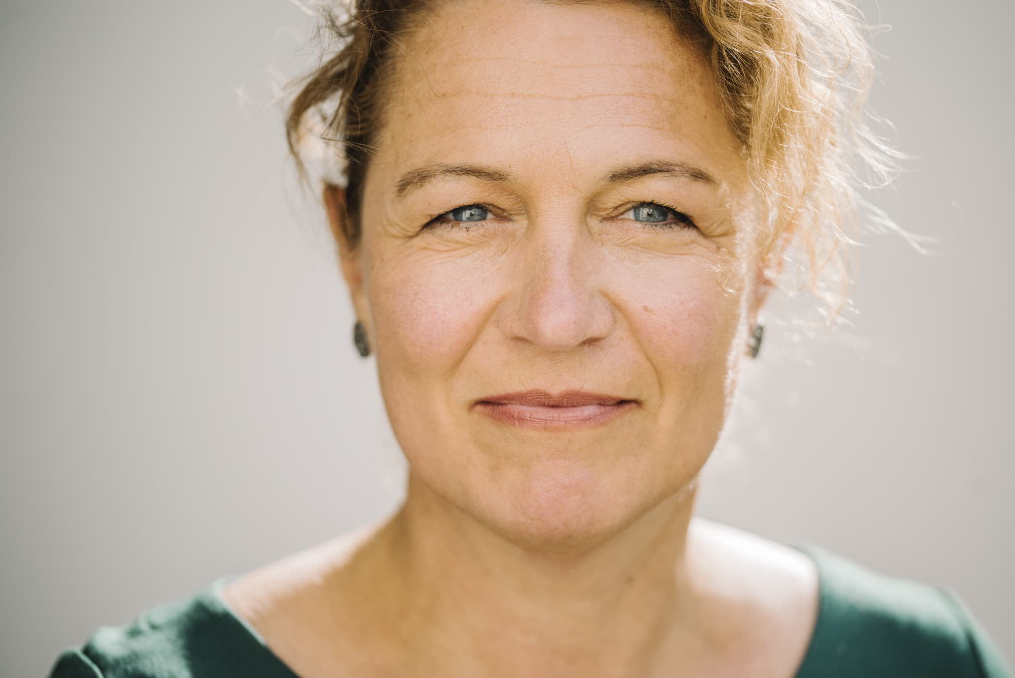 Portrait of Christine Schwarz, sociologist and mediator, on May 28th, 2020.